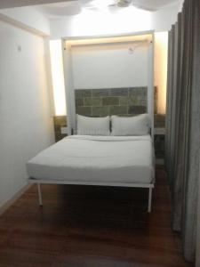 Gallery Cover Image of 168 Sq.ft 1 RK Apartment for rent in Madanpur Khadar for 9500