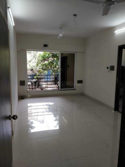 कांदिवली वेस्ट  में 10000000  खरीदें  के लिए 10000000 Sq.ft 1 BHK अपार्टमेंट के लिविंग रूम  की तस्वीर