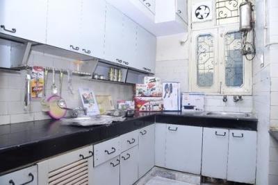 मोलरबंद में भास्कर नेस्ट दिल्ली के किचन की तस्वीर