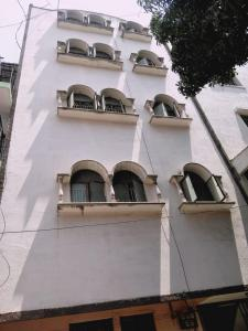 Gallery Cover Image of 4400 Sq.ft 8 BHK Apartment for buy in Ashok Nagar for 13500000