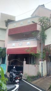 Gallery Cover Image of 1850 Sq.ft 4 BHK Independent House for buy in Manapakkam for 9500000