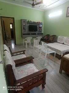 Gallery Cover Image of 965 Sq.ft 2 BHK Apartment for buy in Rajat Vihar, Sector 62A for 5500000