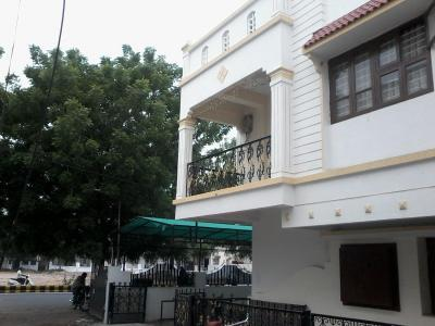 Gallery Cover Image of 2345 Sq.ft 6 BHK Apartment for rent in Motera for 45000