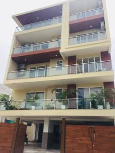 Gallery Cover Image of 3000 Sq.ft 4 BHK Apartment for buy in Sector 52 for 14500000