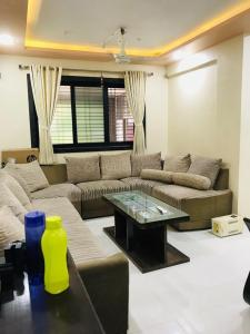 Gallery Cover Image of 1350 Sq.ft 4 BHK Apartment for buy in Vasai West for 15500000