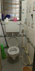 माटुंगा वेस्ट में माधुरी के बाथरूम की तस्वीर