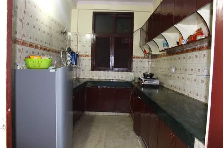सेक्टर 62 में माइ होम पीजी के किचन की तस्वीर