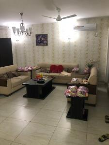 Gallery Cover Image of 3190 Sq.ft 4 BHK Apartment for rent in Sector 121 for 50000