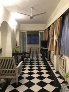 Gallery Cover Image of 3000 Sq.ft 3.5 BHK Independent House for rent in Alipore for 110000