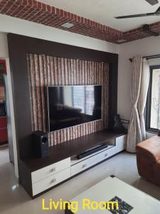 Gallery Cover Image of 1000 Sq.ft 2 BHK Apartment for buy in Abhinandan, Borivali West for 15000000