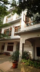 Gallery Cover Image of 7000 Sq.ft 8 BHK Independent House for buy in Beltola for 45000000