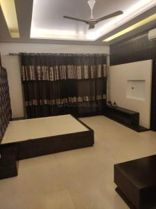 Gallery Cover Image of 11000 Sq.ft 7 BHK Independent House for buy in Sector 15A for 175000000