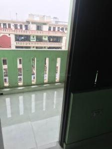 Gallery Cover Image of 380 Sq.ft 1 RK Apartment for rent in Sector 18 for 6500