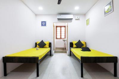 Bedroom Image of Oyo Life Chn1191 in Medavakkam