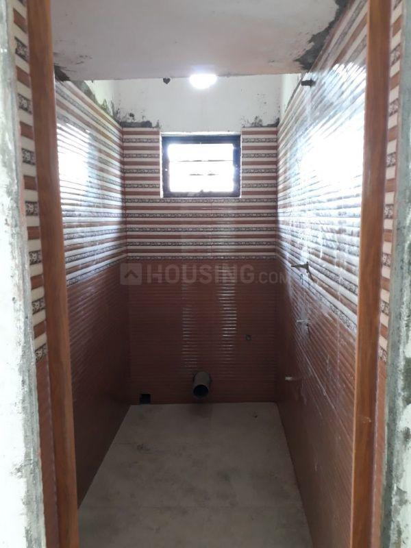 Common Bathroom Image of 460 Sq.ft 1 BHK Apartment for buy in South Dum Dum for 1472000