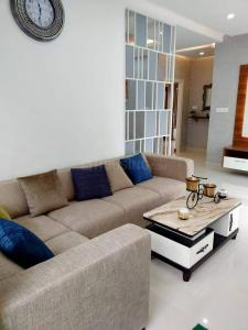 Gallery Cover Image of 1275 Sq.ft 3 BHK Apartment for buy in Jafferkhanpet for 13737500