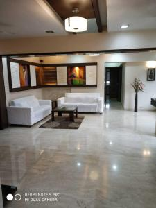 Gallery Cover Image of 1500 Sq.ft 3 BHK Apartment for rent in Andheri West for 100000
