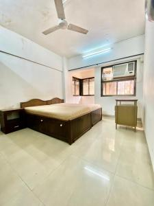 Gallery Cover Image of 950 Sq.ft 2 BHK Apartment for rent in Khar Danda for 70000