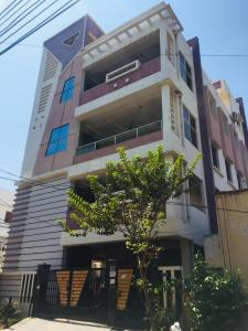 Gallery Cover Image of 13000 Sq.ft 3 BHK Independent House for buy in Trimalgherry for 35000000