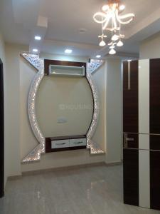 Gallery Cover Image of 530 Sq.ft 1 BHK Independent Floor for buy in Dwarka Mor for 1600000