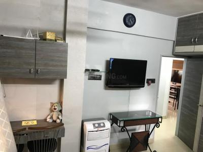 Gallery Cover Image of 720 Sq.ft 2 BHK Apartment for rent in  Hasanali House Apartment, Umerkhadi for 65000