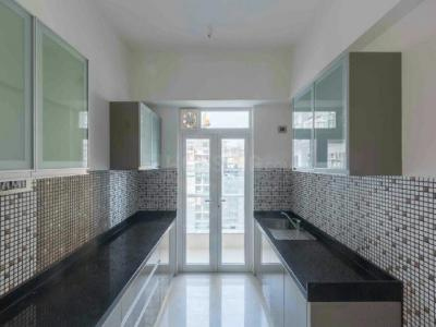 Gallery Cover Image of 725 Sq.ft 2 BHK Apartment for buy in Malad East for 17000000