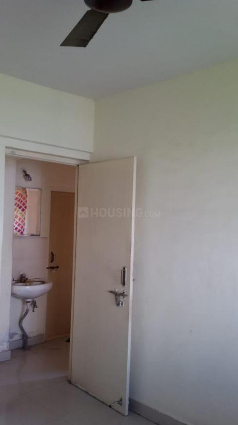 Common Bathroom Image of 1100 Sq.ft 2 BHK Apartment for rent in Ghorpadi for 18000