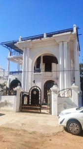 Gallery Cover Image of 5000 Sq.ft 5 BHK Independent House for buy in Teachers Colony for 14000000
