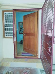 Gallery Cover Image of 1200 Sq.ft 2 BHK Independent Floor for rent in Kumaraswamy Layout for 12000