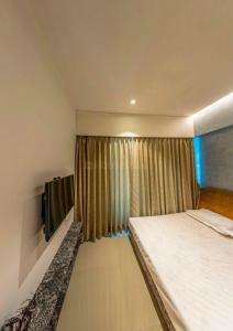 Gallery Cover Image of 600 Sq.ft 2 BHK Apartment for buy in Samadhan, Goregaon West for 12200000