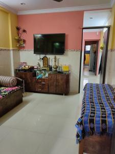 Gallery Cover Image of 450 Sq.ft 2 BHK Apartment for buy in Chembur for 6000000