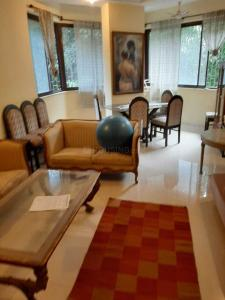 Gallery Cover Image of 600 Sq.ft 1 BHK Apartment for rent in Cumballa Hill for 80000