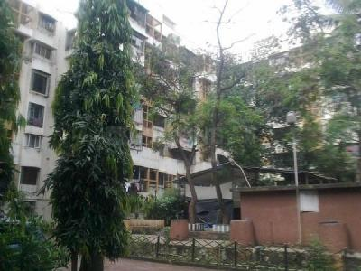 Gallery Cover Image of 650 Sq.ft 1 BHK Apartment for rent in Kandivali East for 23000