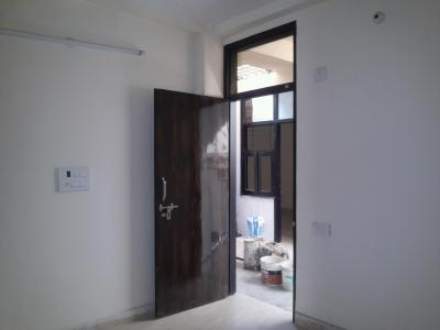 Gallery Cover Image of 560 Sq.ft 2 BHK Apartment for rent in Sector 4 Rohini for 8700