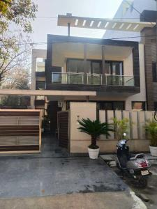 Gallery Cover Image of 7500 Sq.ft 5 BHK Independent House for buy in DLF Phase 2, DLF Phase 2 for 72500000