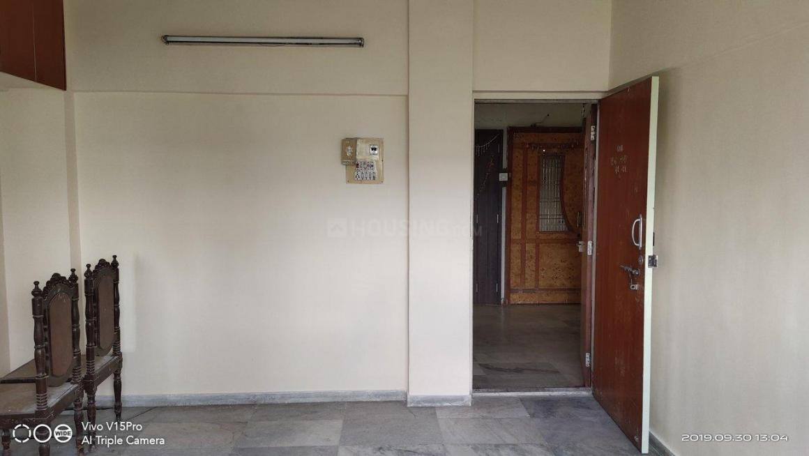 Living Room Image of 560 Sq.ft 1 BHK Apartment for rent in Dahisar East for 17000