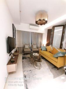 Gallery Cover Image of 550 Sq.ft 1 BHK Apartment for buy in Omkar Vive, Kurla West for 12500000
