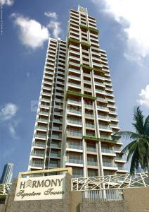 Gallery Cover Image of 1000 Sq.ft 2 BHK Apartment for rent in Harmony Signature Towers, Thane West for 25000