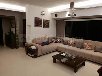 Gallery Cover Image of 2000 Sq.ft 3 BHK Apartment for rent in Juhu for 300000