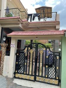 Gallery Cover Image of 1500 Sq.ft 3 BHK Independent House for buy in Bapunagar for 9500000