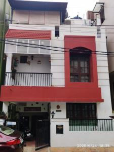 Gallery Cover Image of 1200 Sq.ft 3 BHK Independent House for buy in Kasturi Nagar for 11700000