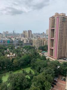 Gallery Cover Image of 1350 Sq.ft 3 BHK Apartment for buy in Kanakia Challenger, Kandivali East for 27000000