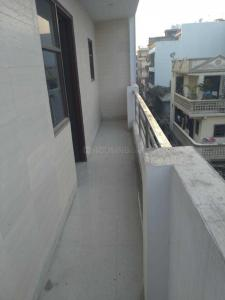 Gallery Cover Image of 900 Sq.ft 3 BHK Independent Floor for rent in Dwarka Mor for 15000