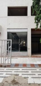 Gallery Cover Image of 585 Sq.ft 1 BHK Apartment for buy in Malad West for 12300000