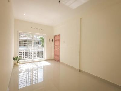 Gallery Cover Image of 900 Sq.ft 2 BHK Apartment for rent in Shree Apartments, Maradu for 12500