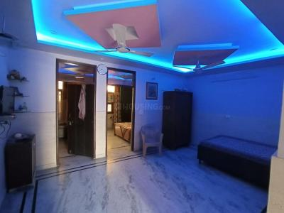 Gallery Cover Image of 800 Sq.ft 3 BHK Independent Floor for rent in Dwarka Mor for 11000