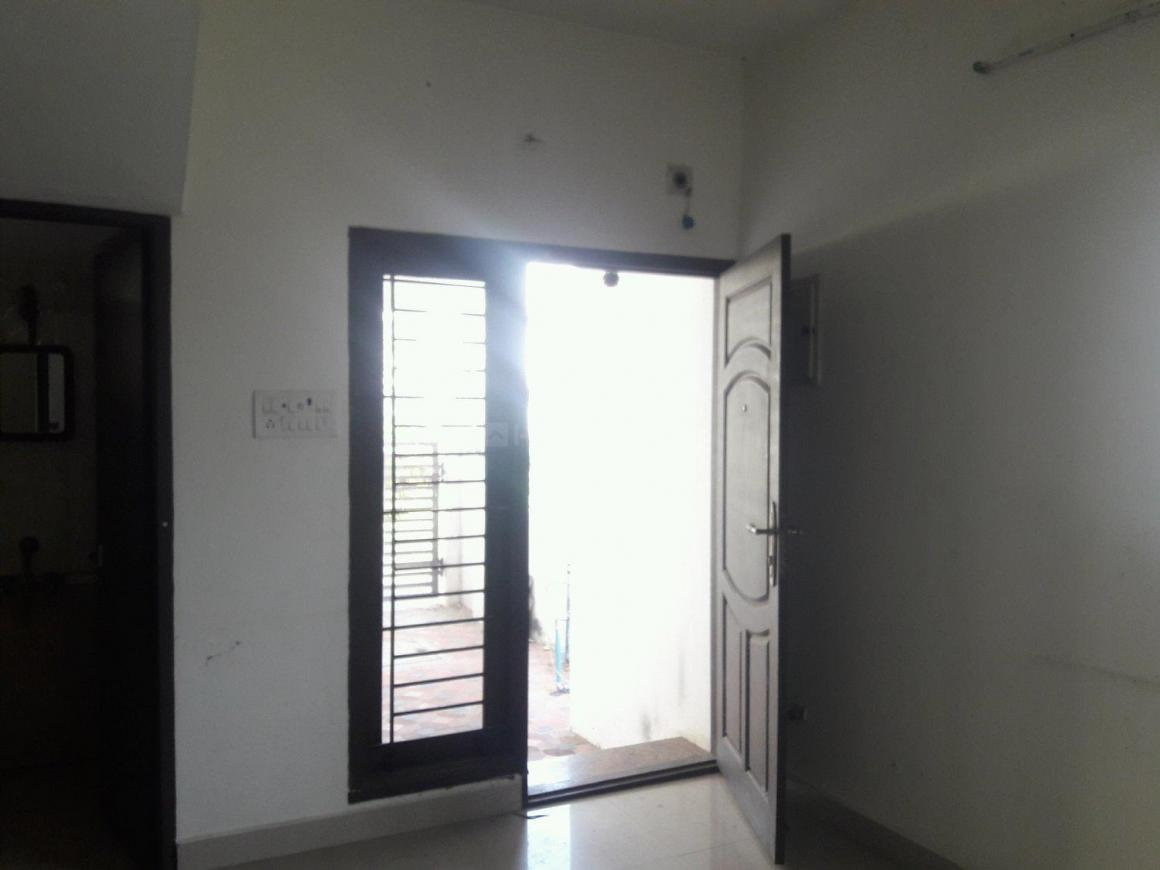 Living Room Image of 1800 Sq.ft 3 BHK Apartment for rent in Thoraipakkam for 22000