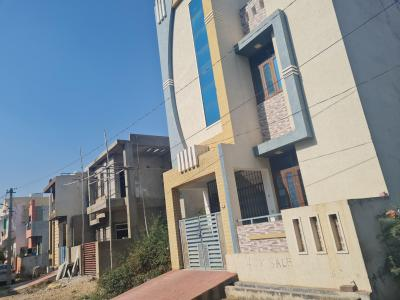 Gallery Cover Image of 2000 Sq.ft 5 BHK Independent House for buy in Hiran Magri for 7000000