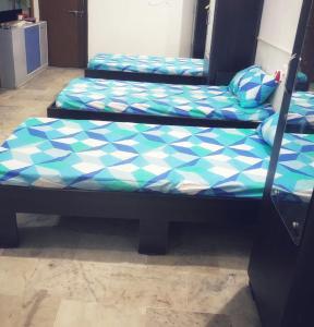 Bedroom Image of Shreenath PG in Satellite