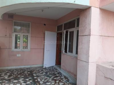 Gallery Cover Image of 1680 Sq.ft 3 BHK Apartment for rent in Geeta Colony for 30000
